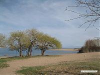 Берег озера Иссык-Куль. Попробуйте найти отличия от саратовского центрального пляжа.