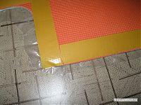 Осталось наклеить сверху на пенку пробковый коврик и приклеить сверху полиэтиленовую плёнку.