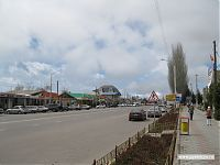 Центральная улица Чолпон-Аты.
