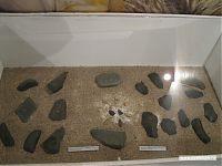 Каменные орудия труда.