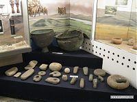 Каменные жернова, ступки и пестики.