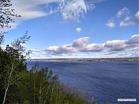 Издалека долго течёт река Волга, течёт река Волга, конца и края нет...