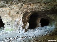 Чтобы потолок не рухнул, шахтёры оставляли каменные колонны.