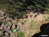 Занятия по скалолазанию, вид сверху.