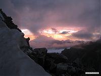 Высокая гора на заднем плане - Эльбрус.