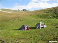Две палатки на перевале.