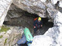 Спуск в пещеру.