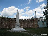 Большой памятник маленькому Ленину.
