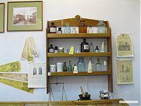 Аптечный шкаф: банки, склянки, рецепты, инструментарий.