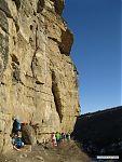 Высота скал немаленькая, 40-метровой верёвки хватает далеко не на все маршруты. И 60-метровой тоже не на все. А ещё есть мультипитчи...