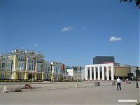 Центральный проспект, здание справа - театр.