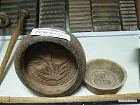 Деревянная форма для формовки масла.