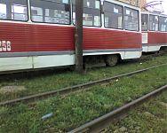 Типичное столкновение трамвая со стобом. Типичный случай схода с рельс, на заокраинных трамвайных маршрутах: «Не столб, отойдёт. Не трамвай, объедет».