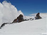 Одинокий крест на нижних скалах Ленца.