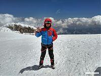 Восточная вершина Эльбруса (5 621 метр над уровнем моря).