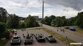 Выставка бронетехники на территории Брестской крепости.