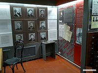 Какие-то известные личности. Надписи рядом с ними - на белорусском.