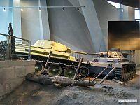 Столкнувшиеся советский и германский танки.