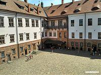Музейно-развлекательная часть Мирского замка.