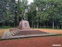 Памятник Марату Казею.