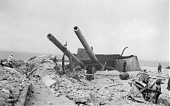Остатки взорванной башни в 1942 году.