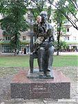 Проявляю вопиющее неуважение к памятнику товарища Керашева... любопытно, а кто это такой?