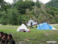 Сложная операция по переносу палатки. Вот как правильно с самого начала выбрать удобное место!