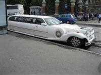 А в Петербурге лимузины - вот такие!