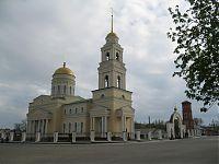 Был собор, сломали, разбили сквер с Лениным и соснами, убрали, снова сделали собор. С пластиковыми окнами.