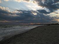 Ветер... и волны... и небо.