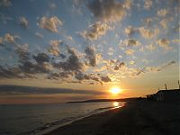 Но море — всегда всего лишь отражение неба.