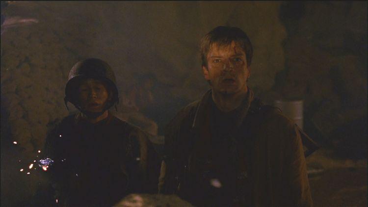 Мэл и Бендис поражённо смотрят на садящиеся транспорты Альянса... и тут Бендиса настигает шальная пуля