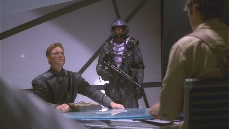 Капитан Харкен ведёт допрос Мэла