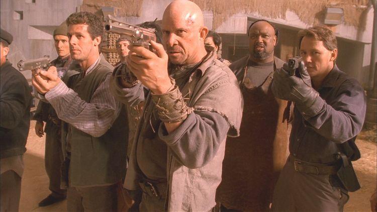 Компания «альянсовцев» во главе с Ландом собираются пристрелить Мэла