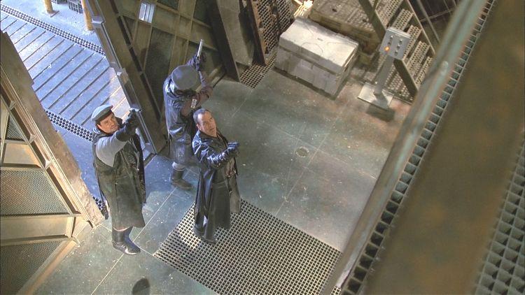 Вомак сотоварищи «качают права» в грузовом отсеке «Серенити»