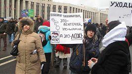Владимиру Владимировичу объясняют разницу между ленточками и контрацептивами.