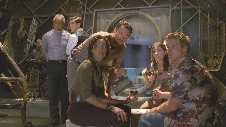 Экипаж уже почти придумал, как избавиться от навязчивой «опеки» Бэджера... но тут появились капитан с Инарой
