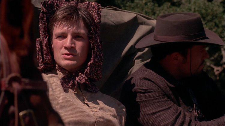 Мэл и Джейн изображают из себя беззащитных путешественников.