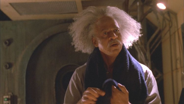 Пастор Бук с распущенными волосами. Любой испугается!