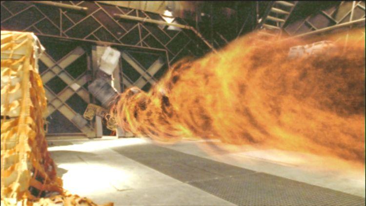 Стена огня несётся из машинного отделения в открытый космос.