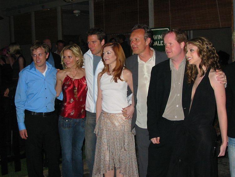 Джосс Уэдон с актёрским составом «Баффи - истребительницы вампиров»