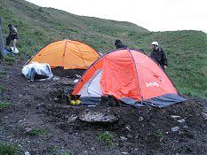 И их завершение. Наша палатка - оранжевая дальняя.