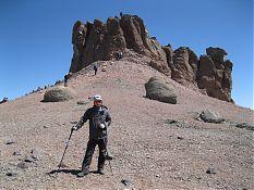 Вот по этому кулуару мы и влезли на плато с останцами.