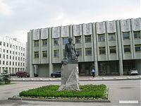 Памятник генерал-адъютанту Алексею Алексеевичу Бруснилову.