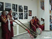 Духовые инструменты больше самих монахов.