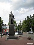 Памятник Всеволоду Андреевичу Всеволожскому.