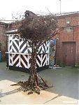 Затрудняюсь сказать, что это - то ли дерево с кроной, то ли кубок с плесенью... но смотрится забавно.