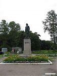 Памятник Петру Великому, основателю города и крепости.
