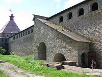 Реставрированная крепостная стена.