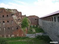 Развалины тюремного корпуса.